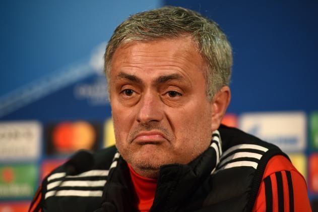 HLV Mourinho khen hang thu MU chac chan hinh anh