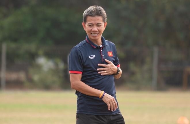 HLV Hoang Anh Tuan di cho mua ga ve nau chao cho U19 Viet Nam hinh anh