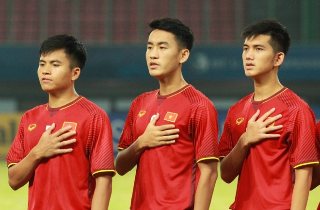 HLV Hoang Anh Tuan: 'U19 Viet Nam can su ung ho cua nguoi ham mo' hinh anh