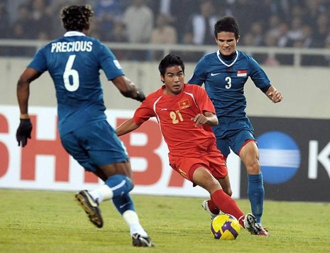 Doi hinh vo dich AFF Cup 2008 gio day: Ke viet sach, nguoi lam HLV hinh anh 10