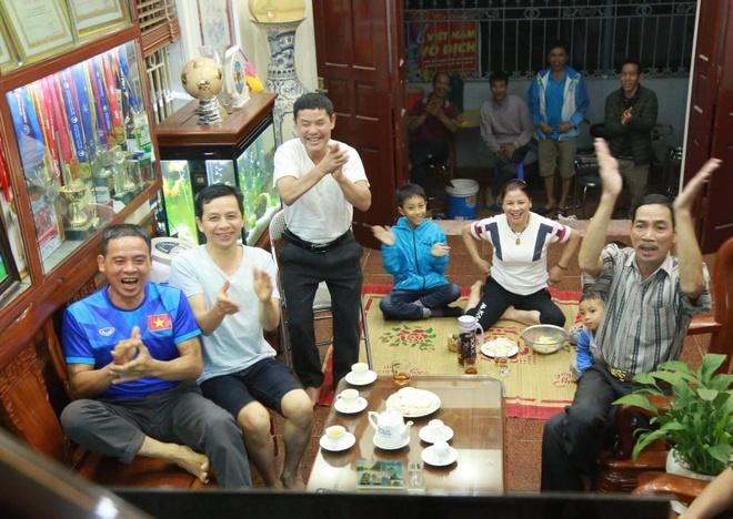 Bo Quang Hai khong chac con trai lap sieu pham tung luoi Lao hinh anh 1