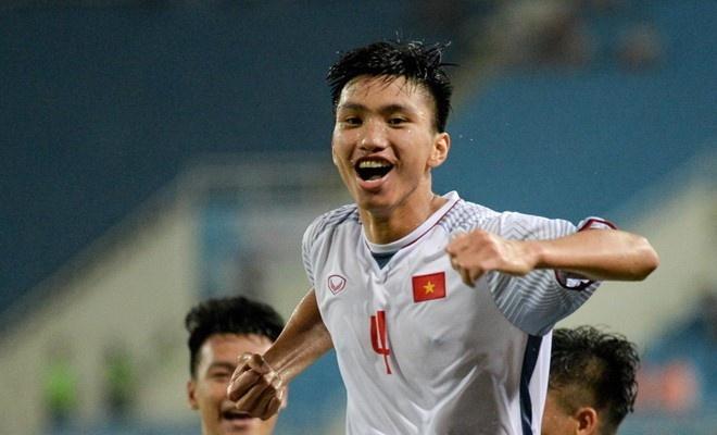 Bo Doan Van Hau mong con bot nong tinh truoc Malaysia hinh anh