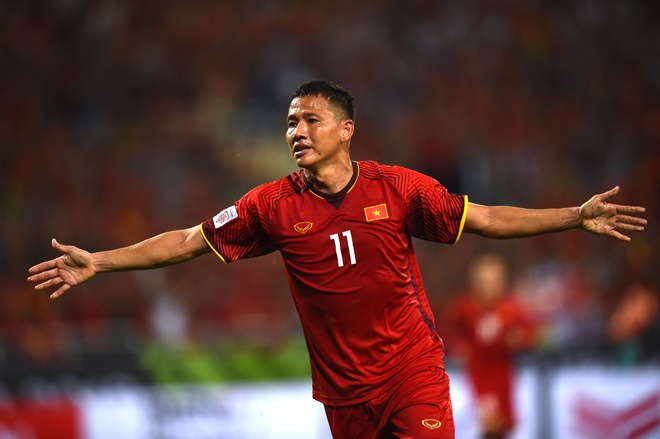 Anh Duc cung tuyen Viet Nam tung huy diet Myanmar 7-1 tai AFF Cup hinh anh