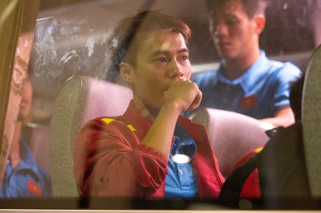 Van Toan tram ngam tro ve Ha Noi sau tran dau bi tuoc ban thang hinh anh