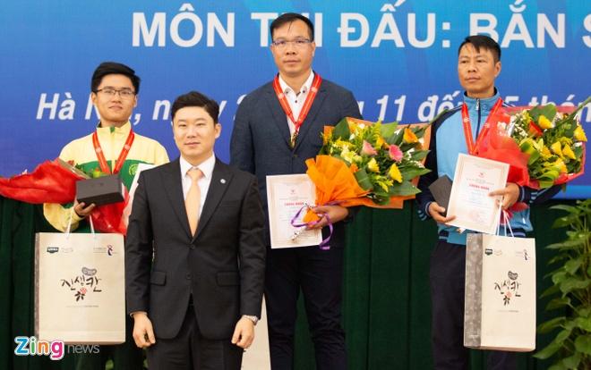 Hoang Xuan Vinh nhan HCV tu xa thu 4 lan vo dich Olympic hinh anh 1