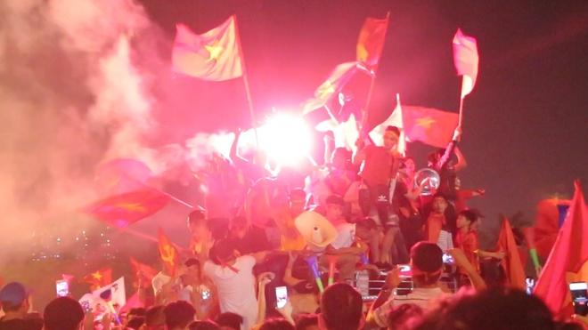 CDV Duc: 'Nguoi Viet an mung ban ket nhu chung toi vo dich World Cup' hinh anh