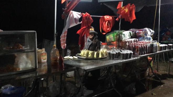 San bong truoc nha Quang Hai tro thanh 'hoi cho' trong tran chung ket hinh anh
