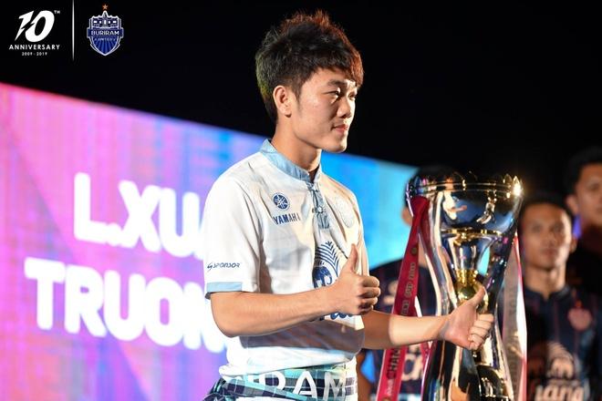 Xuan Truong banh bao ben canh cup vo dich Thai League cua Buriram hinh anh 3