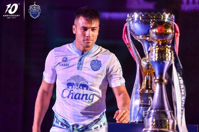Xuan Truong banh bao ben canh cup vo dich Thai League cua Buriram hinh anh 6
