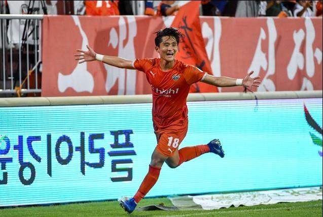 Doi bong cu cua Xuan Truong thang nguoc sau khi bi dan 0-4 hinh anh 1