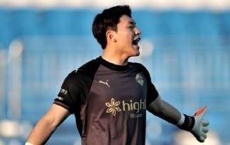 Man nguoc dong cua Gangwon FC sau khi bi dan 0-4 hinh anh