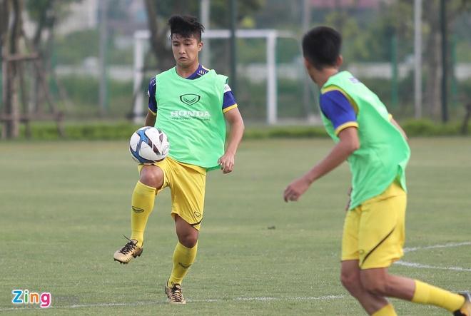 Tuyen thu U23 Viet Nam: 'Da tren san co nhan tao chac chan kho hon' hinh anh 1