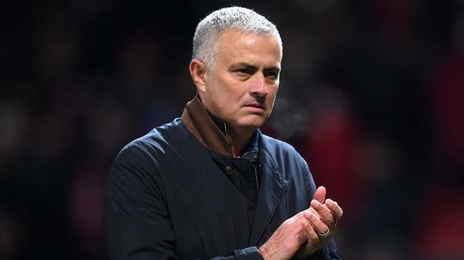 Mourinho: 'Toi dang bi sa thai, nhung MU gio con te hon' hinh anh 1