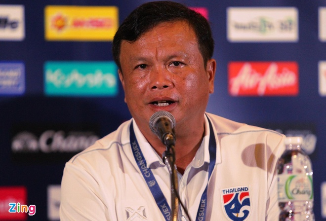 HLV Sirisak tro lai tuyen Thai Lan sau khi tu chuc hinh anh 1