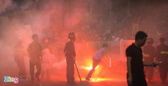 Chủ tịch Hà Nội yêu cầu xử lý nghiêm vụ bắn pháo sáng ở Hàng Đẫy