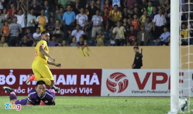 HLV Nam Dinh: 'CDV buc xuc voi bau Hien tu mua truoc' hinh anh 2