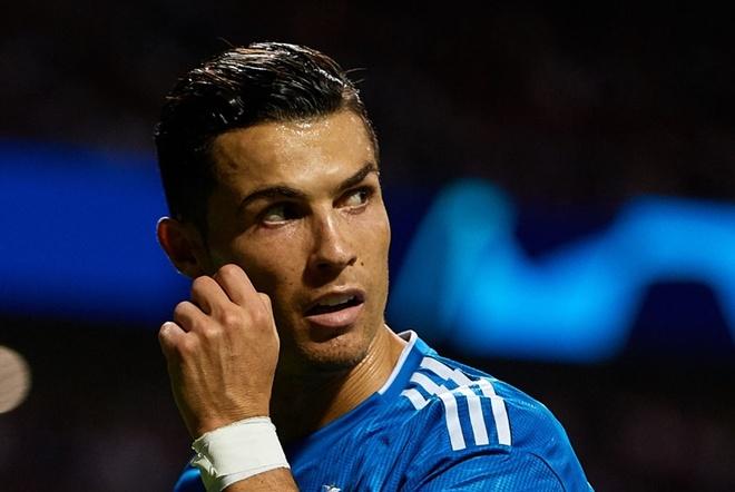 Ronaldo lam cu chi kho hieu khi bi CDV doi thu lang ma hinh anh 1