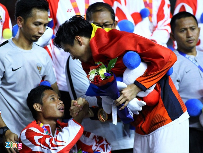 Van Hau xin loi Evan Dimas sau chung ket SEA Games hinh anh 1