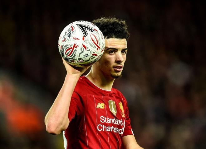 Liverpool sap co doi truong tre nhat lich su hinh anh 1 jones2.jpg