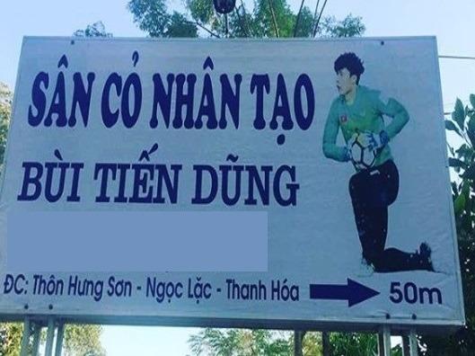 Luc be khong co cho choi, Bui Tien Dung nay ve que xay san bong hinh anh