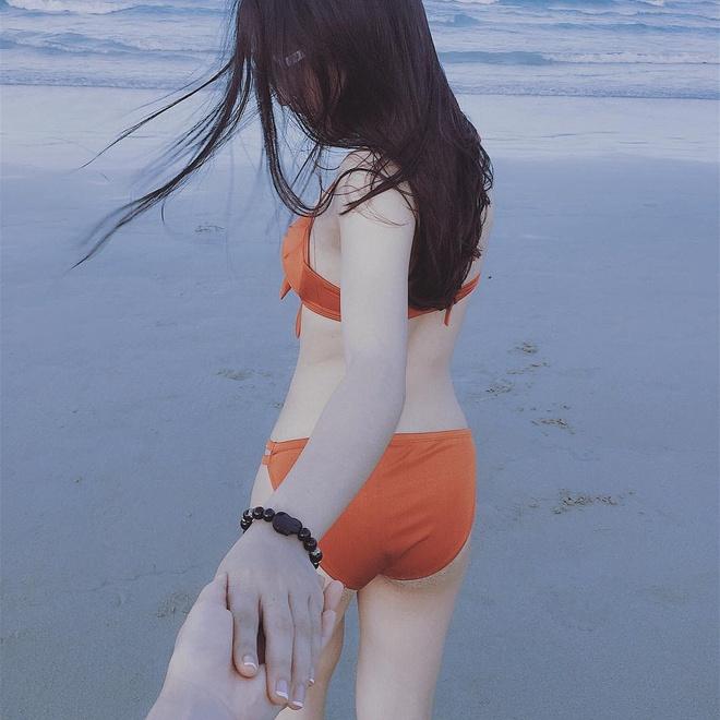 Ban gai Quang Hai khoe voc dang nong bong khi dien bikini hinh anh 3