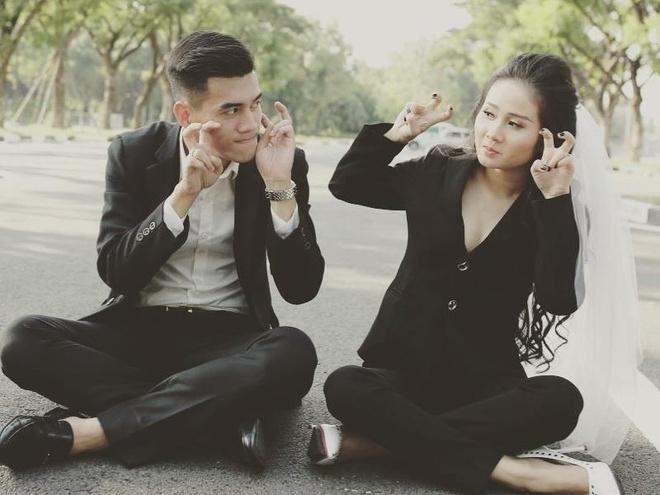 Chuyen tinh dep cua tien dao Tien Linh va ban gai xinh dep, hon 2 tuoi hinh anh