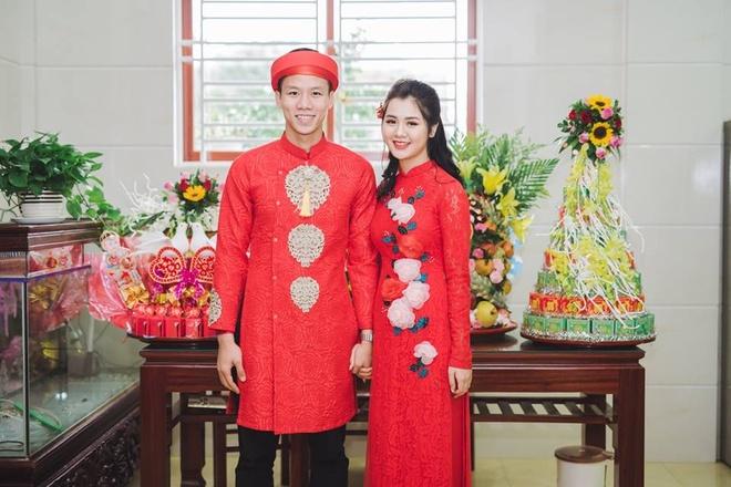 Đầu năm nay, trung vệ đội tuyển Việt Nam Quế Ngọc Hải chính thức về chung một nhà với bạn gái Dương Thị Thuỳ Phương. Cuộc hôn nhân của đôi trai tài gái sắc được không ít người ngưỡng mộ.