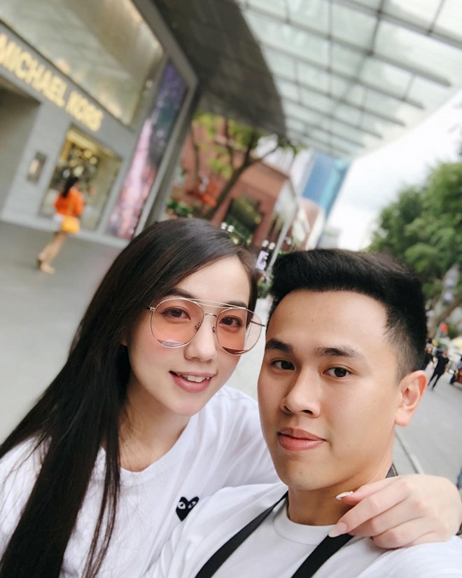 Hot girl Mie Nguyen khoe anh dinh hon ngot ngao ben ban trai hinh anh 5