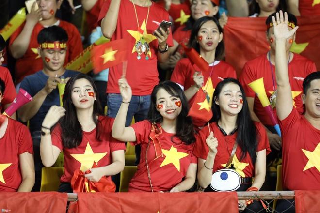 CDV Viet Nam va Philippines doi ao cho nhau ngay trong tran ban ket hinh anh 2