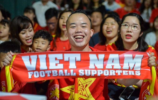 Fan Quang Nam khac hinh HLV Park Hang-seo len dau de co vu doi nha hinh anh 4