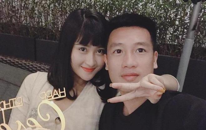 Mối tình 4 năm ngọt ngào của cầu thủ Huy Hùng và bạn gái xinh đẹp