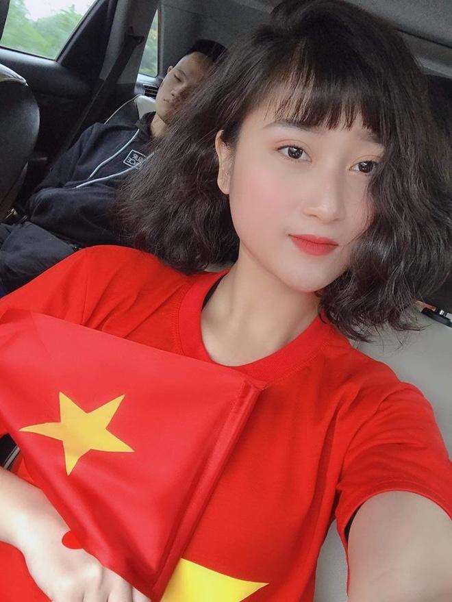 Hoi ban gai cau thu khoe ve VIP, den san My Dinh co vu tuyen Viet Nam hinh anh 3