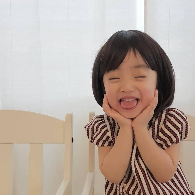Cap song sinh Han Quoc noi tieng vi co ve ngoai va tinh cach doi lap hinh anh 8