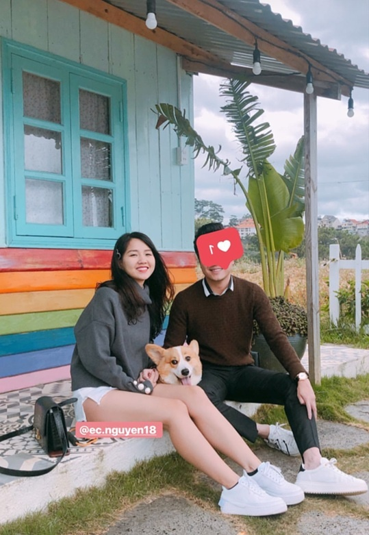 Hot girl Kieu Trinh bat ngo dang anh hon chang trai giau mat dem Noel hinh anh 3