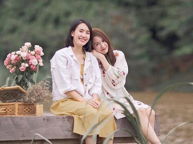 Hai hot girl noi tieng Thai Lan trong trai dau van choi than voi nhau hinh anh