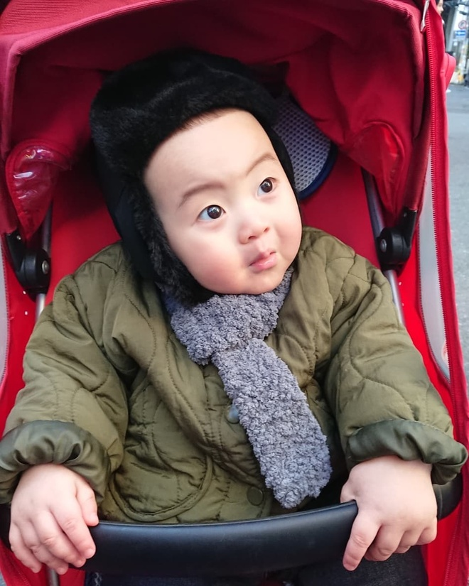 Be trai Han Quoc 2 tuoi noi tieng tren mang vi bieu cam hai huoc hinh anh 4
