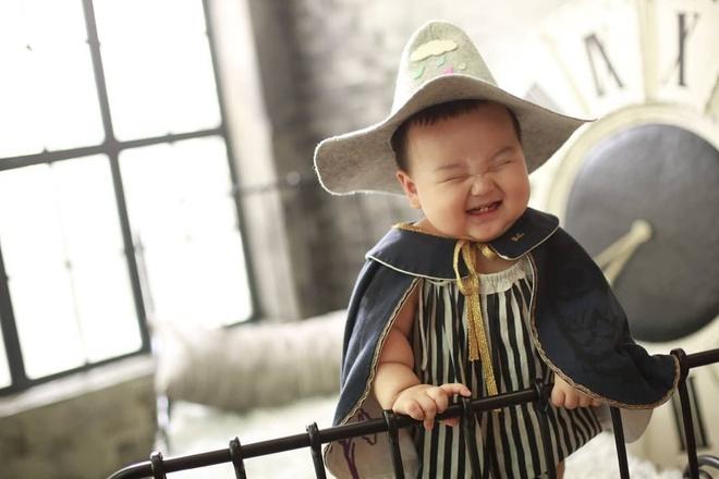 Be trai Han Quoc 2 tuoi noi tieng tren mang vi bieu cam hai huoc hinh anh 10