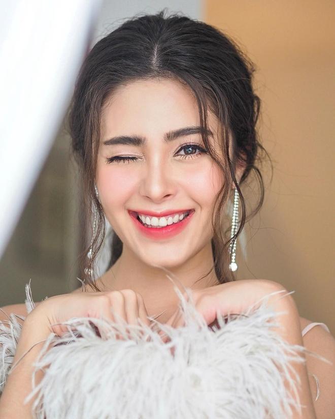 Cap song sinh Thai Lan noi tieng vi xinh dep, co cuoc song sang chanh hinh anh 15