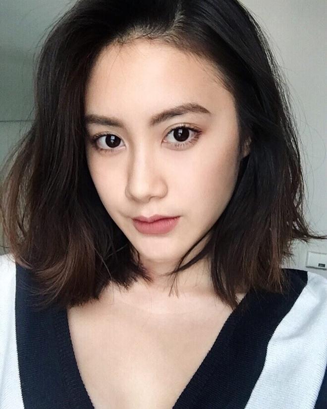Hot girl Lao goc Viet don Tet o Ha Noi, hao hung an bun rieu via he hinh anh 6