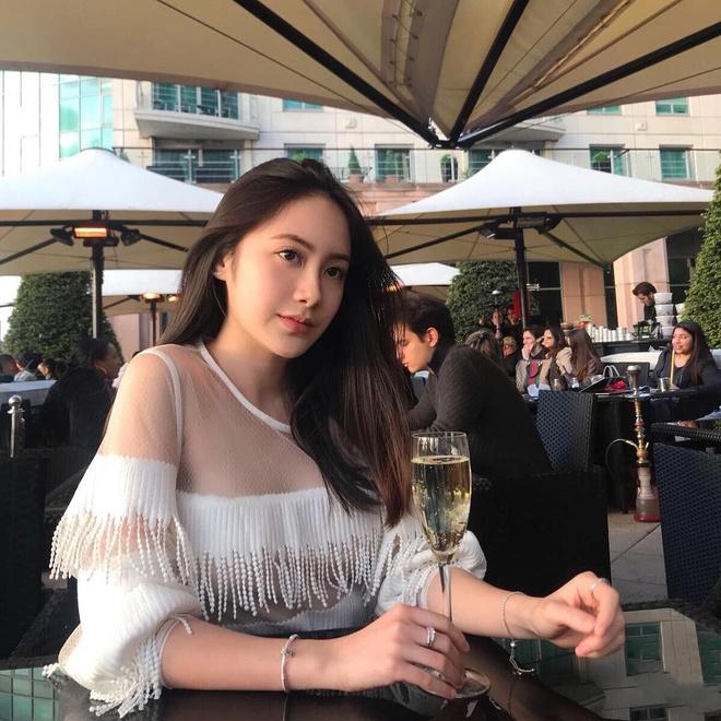 Hot girl Lao goc Viet don Tet o Ha Noi, hao hung an bun rieu via he hinh anh 5