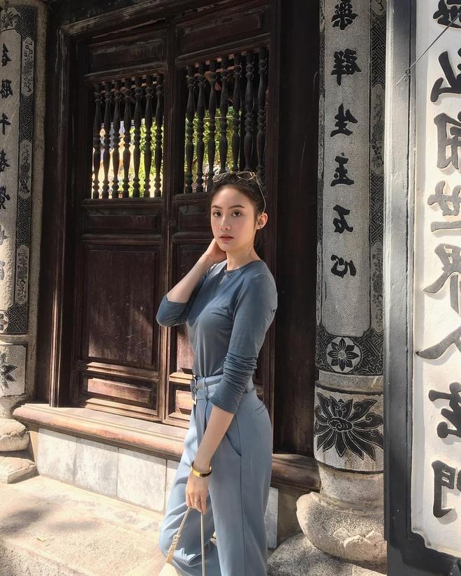 Hot girl Lao goc Viet don Tet o Ha Noi, hao hung an bun rieu via he hinh anh 1