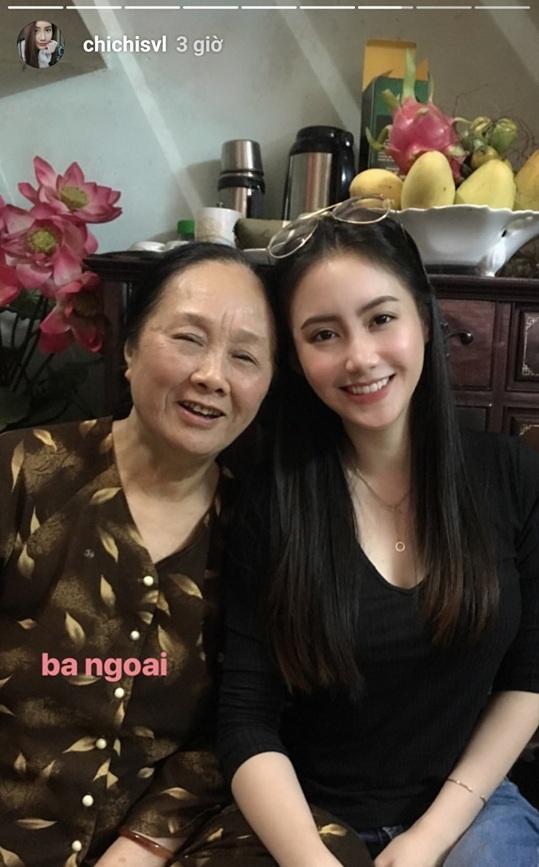 Hot girl Lao goc Viet don Tet o Ha Noi, hao hung an bun rieu via he hinh anh 4