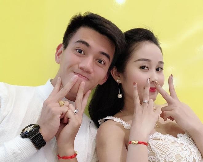 Tien Linh, Tien Dung tang vong vang, Dinh Trong don Valentine o Han hinh anh