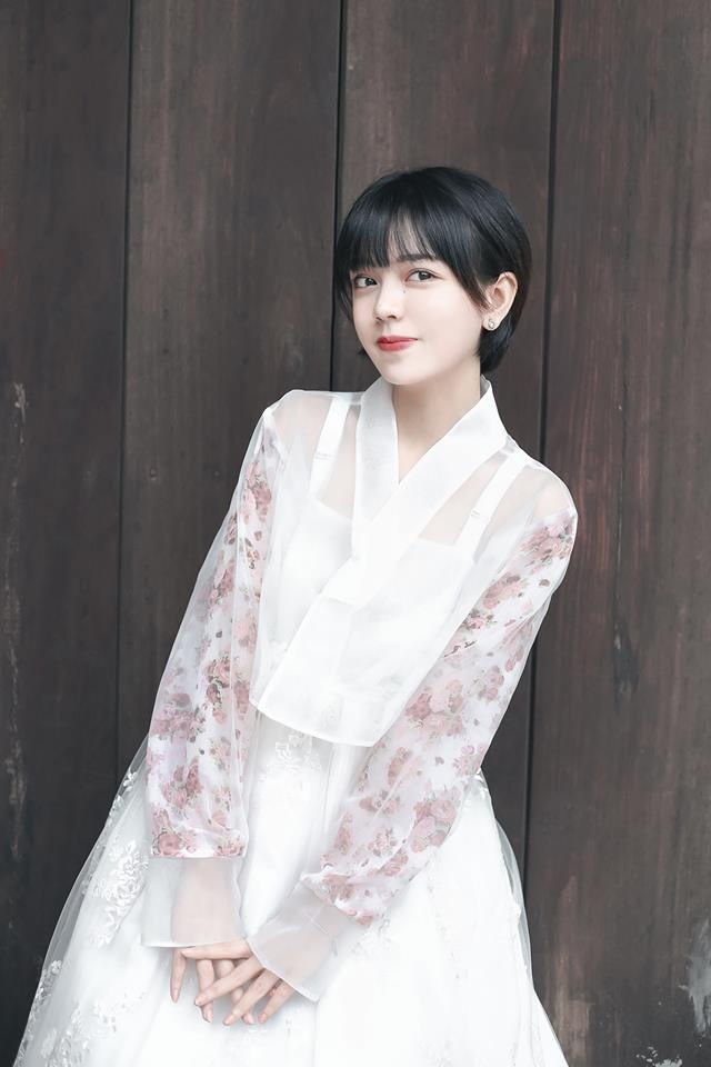 Nhan sac nu sinh Sai Gon 'phu song' dien dan hot girl chau A hinh anh 4