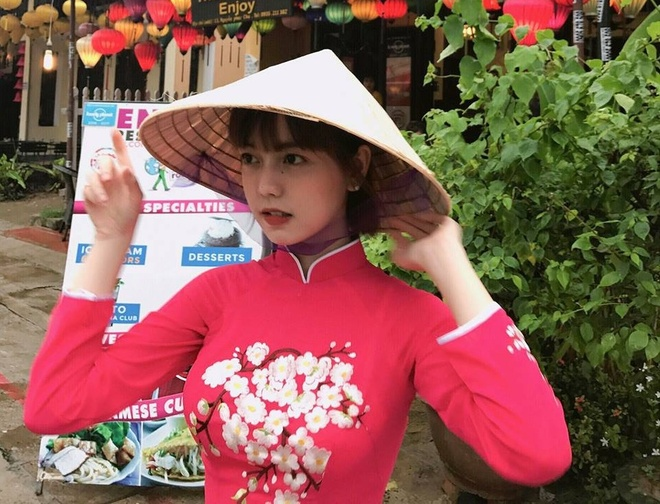 Nhan sac nu sinh Sai Gon 'phu song' dien dan hot girl chau A hinh anh 2