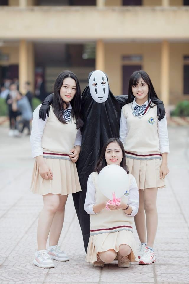 Cosplay Vo Dien chup anh ky yeu, nu sinh chiem 'spotlight' cua ca lop hinh anh 3