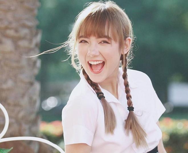 Hot girl Thai cover 'Beo dat may troi' ngay cang noi loan va sexy hinh anh 2