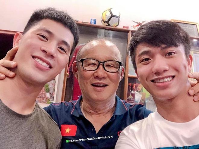 So do dep trai voi thay Park, Phan Van Duc bi fan dap 'phu phang' hinh anh 1