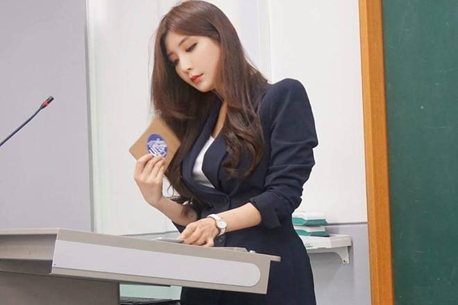 'Cô giáo nóng bỏng nhất xứ Hàn' giờ ra sao sau 3 năm nổi tiếng?