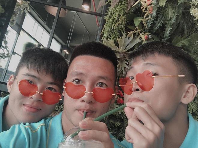 'Hoi anh trai mua' va nhung nhom ban than trong doi tuyen Viet Nam hinh anh 1